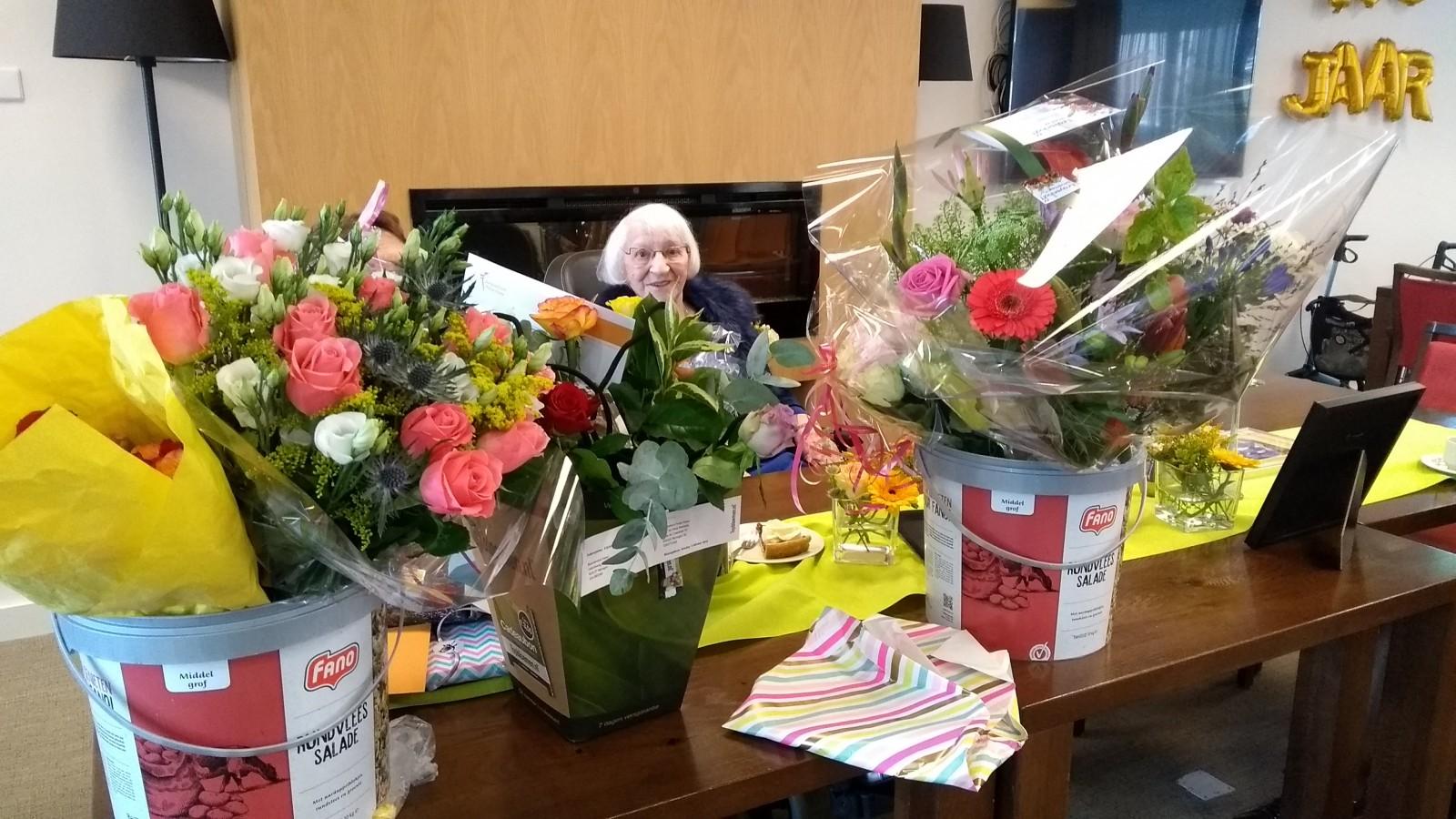 Mw Las Viert Haar 100ste Verjaardag Foto S Zorgcentrum Huize